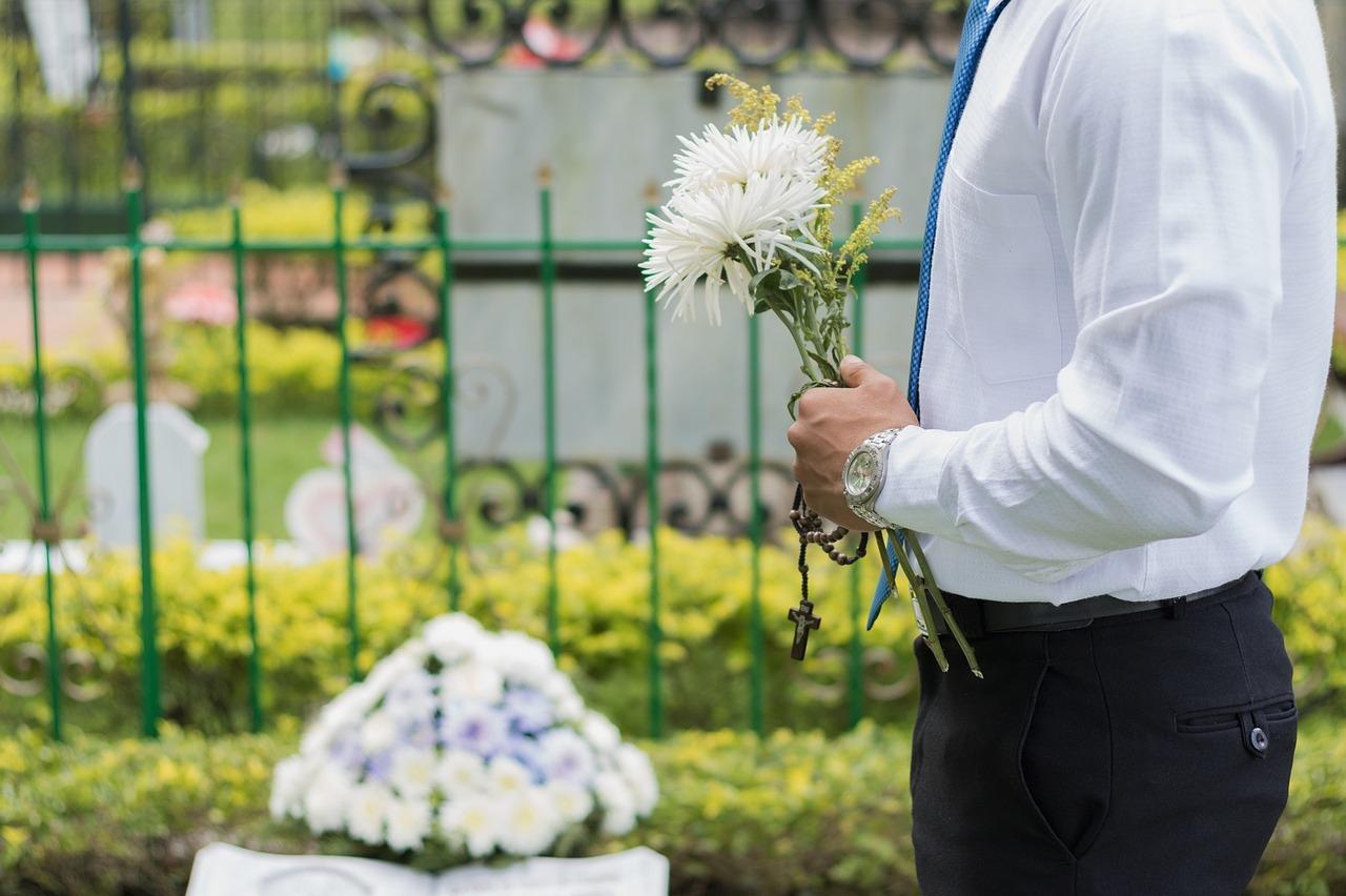 Usługi pogrzebowe – co wchodzi w ich zakres?
